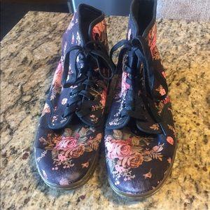 Doc Martins Tennis Shoes Women's 7 Floral